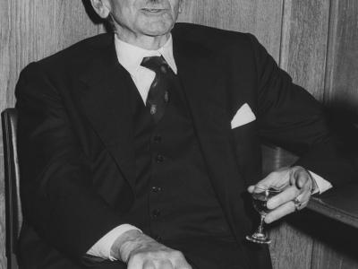 浅谈货币创造的垄断与去中心化:比特币能证明哈耶克是正确的吗?