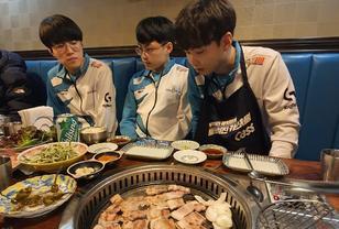 DWG晒队员们烤肉聚餐照:今日胜利后美味的聚餐